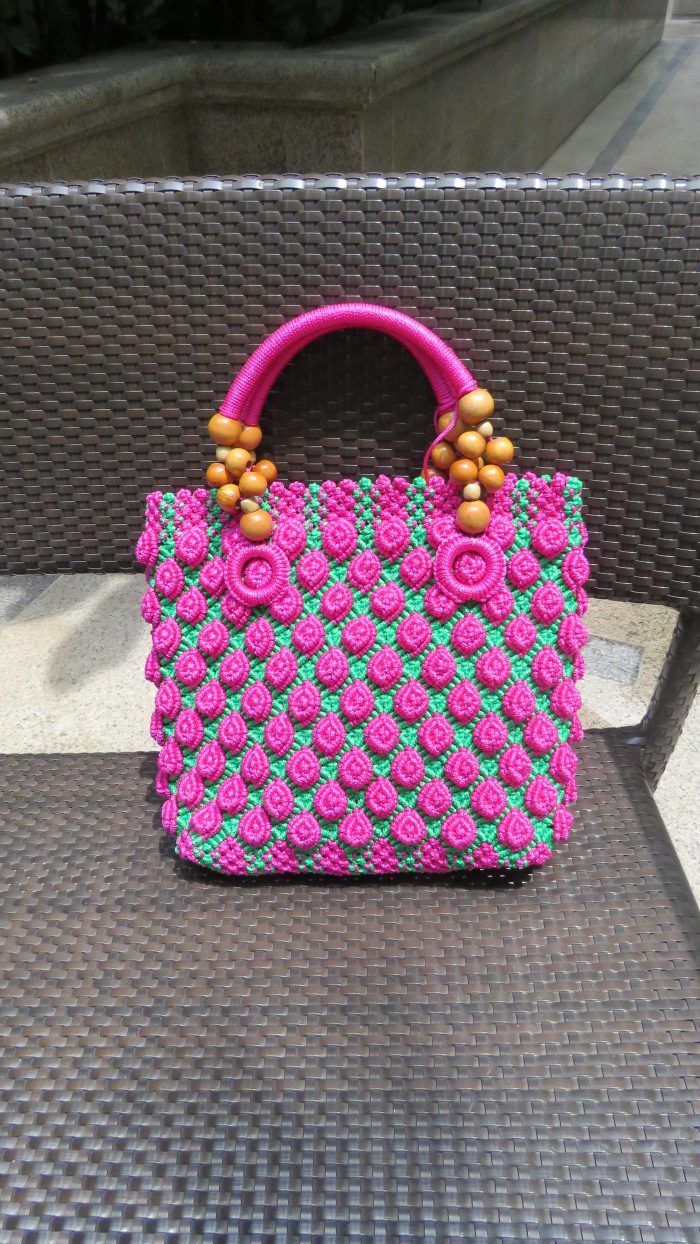 Macrame bags in vibrant colors bring out the zest of life! 色彩艷麗的繩結編織手袋, 帶出生命的熱情!